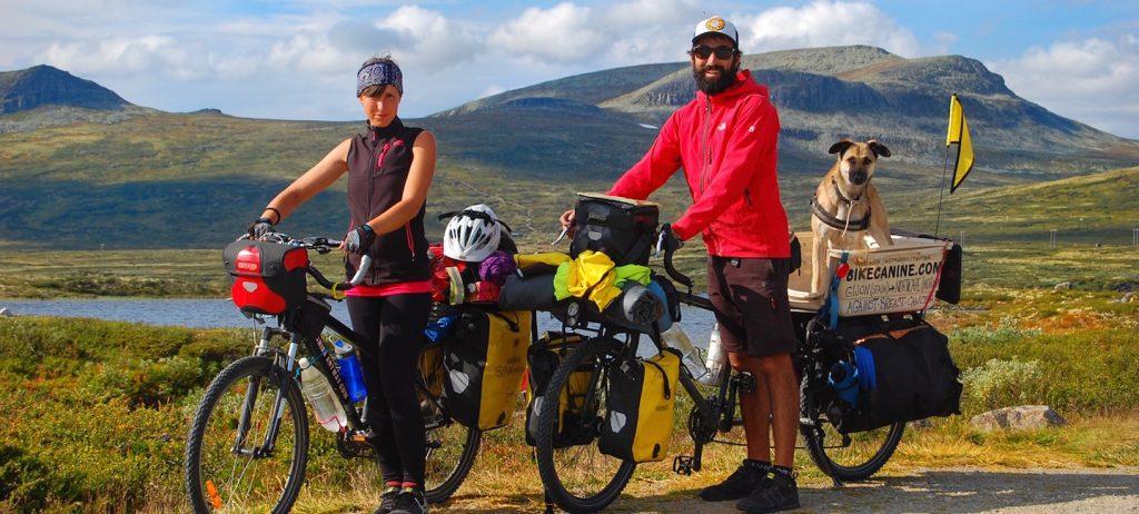 Anina, Pablo y Hippie - viajando a Cabo Norte (© Pablo Calvo)